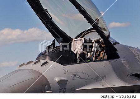 戦闘機のコクピットの写真素材 [...