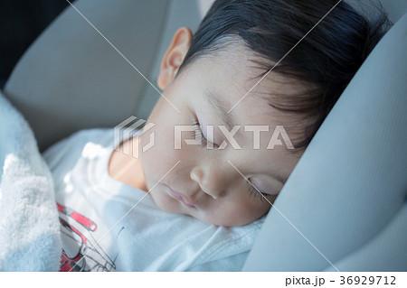 69d6188637016 子供 上半身 寝顔 眠るの写真素材 - PIXTA