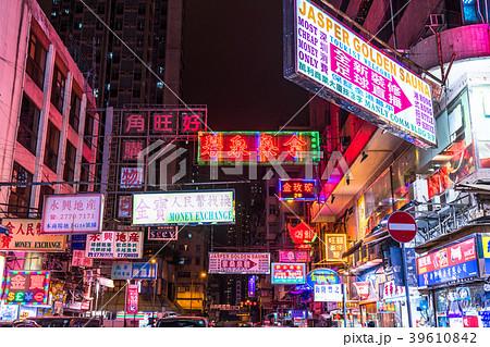 ネオン街の写真素材 Pixta
