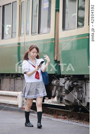 01fad5d414d8bb 昼 茶髪 1人 晴れ 学生服 制服 女子高生 夏服 10代の写真素材 - PIXTA